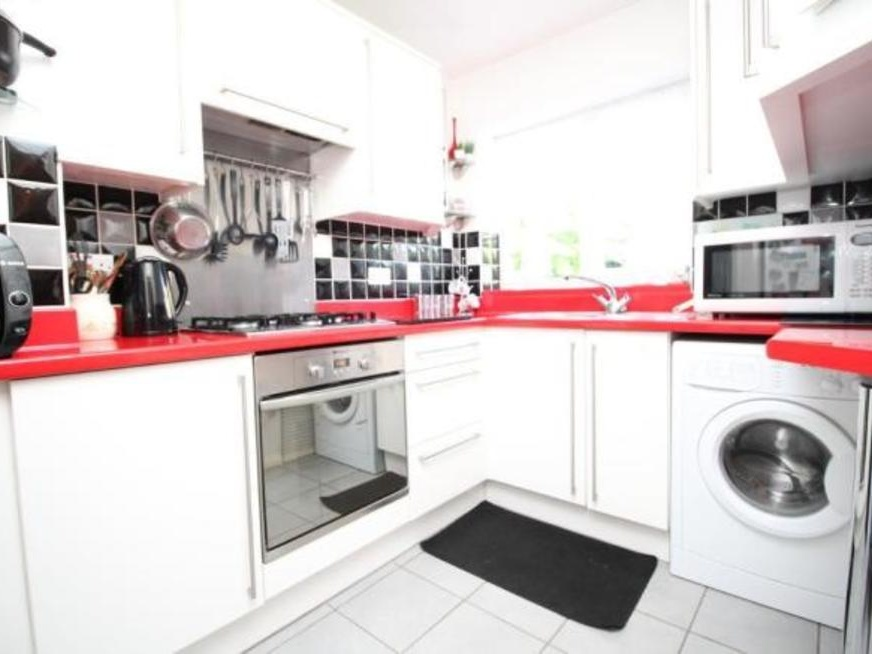 Pleasing To Rent Semi Detached House Luton 3 Beds 1100 Pcm Private Home Interior And Landscaping Pimpapssignezvosmurscom